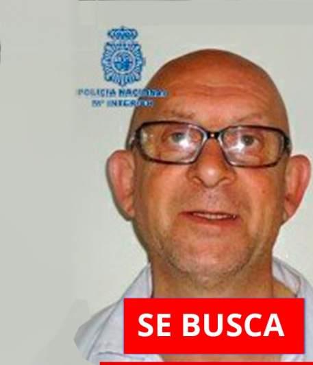 La policía busca a un asesino fugado