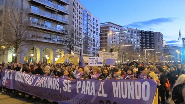 La manifestación del 8M ha sido multitudinaria en Zaragoza