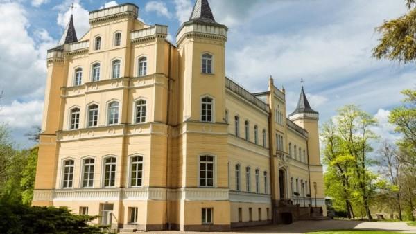 Castillo Kröchlendorff, a 120 kilómetros de Berlín (Alemania)