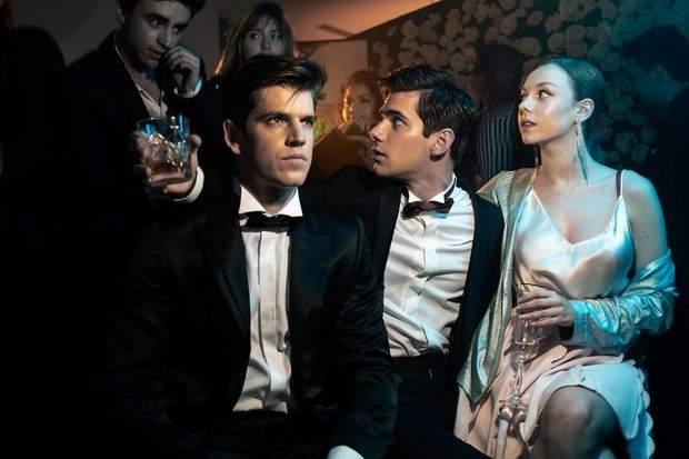 'Élite' (5 de octubre). 'La Gossip Girl española', así han bautizado algunos medios a la segunda serie made in Spain de Netflix. Un thriller adolescente que llegará el 5 de octubre.