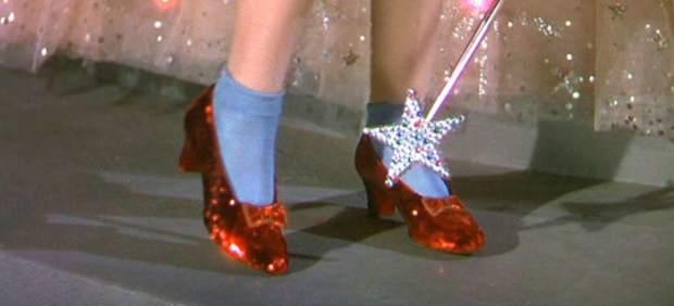 El FBI recupera los zapatos rojos que Judy Garland usó en 'El mago de Oz' trece años después de su robo