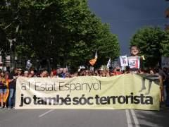 Pancarta de la manifestación en solidaridad con el miembro de los CDR de Esplugues de Llobregat que se encuentra en búsqueda y captura.