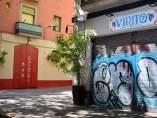 Bar reabierto en la calle Parlament del barrio de Sant Antoni de Barcelona.