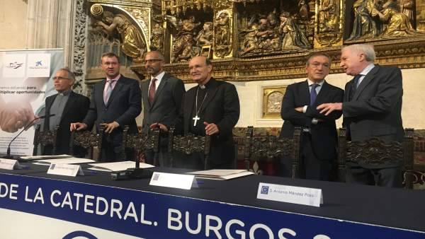 Acto de firma del convenio entre ambas entidades.