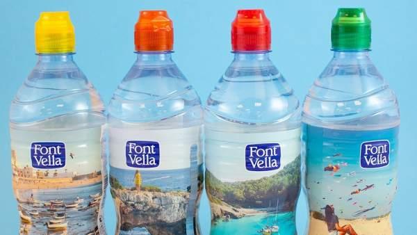 botellas con tapones de colores de Font Vella