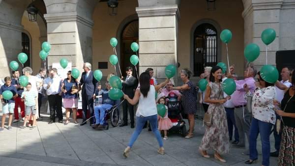 Suelta de globos en Ávila por los lesionados medulares.