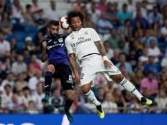 Marcelo pugna por un balón aéreo en un partido entre Leganés y Real Madrid.
