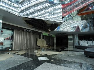 Destrozos en un aeropuerto