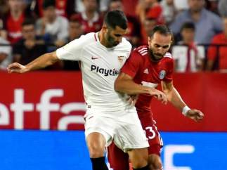 Gonalons, en un encuentro de la Europa League con el Sevilla.