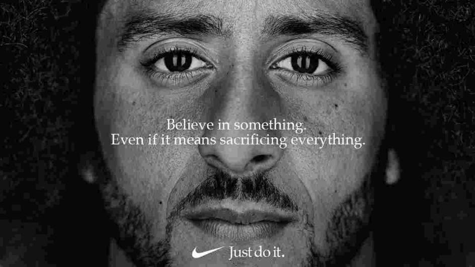 La de Nike con Colin Kaepernick. El jugador profesional de fútbol americano fue uno de los grandes deportistas que criticaron las políticas de Donald Trump. La decisión de Nike de contratarle para un anuncio ha provocado las críticas del presidente y una campaña muy potente en contra de la compañía.