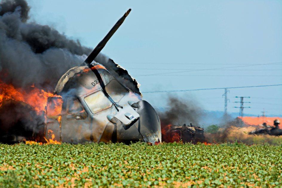 Cabina en llamas. La cabina en llamas tras el accidente del avión militar A400M, en las cercanías del aeropuerto de Sevilla.