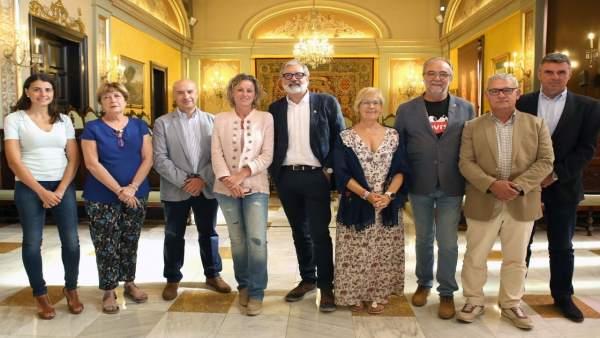 El alcalde de Lleida Félix Larrosa, con el equipo de Gobierno