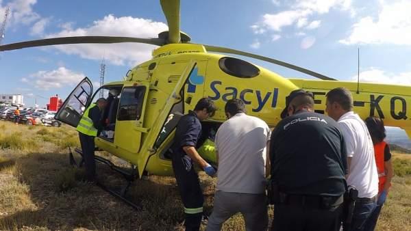 Helicóptero que ha trasladado al herido