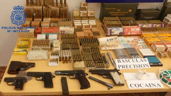 Np:'La Policía Nacional Desmantela Un Punto De Depósito De Armas Y Munición Y De