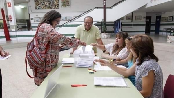 Imagen de archivo de una votación de la jornada continua