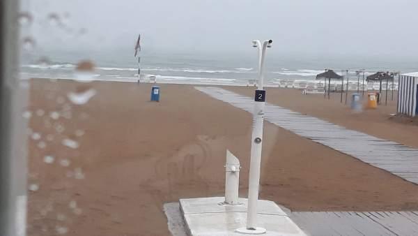 Playa de Gandia con lluvia