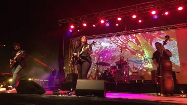 Jóvenes de Alcalá de Guadaíra en concierto