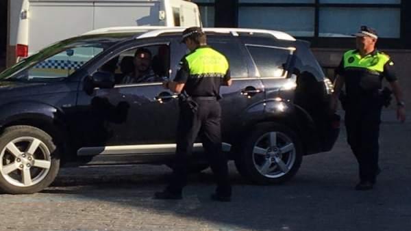 Polocía Local de Utrera denuncia dos taxis 'pirata'