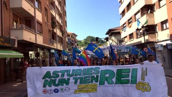 Concentración antimonárquica en el Día de Asturias