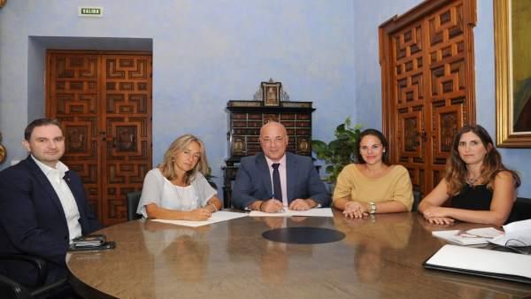 La Diputación de Córdoba firma un convenio con Cruz Roja