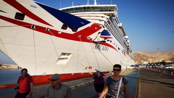 Cruceristas en el puerto de Almería