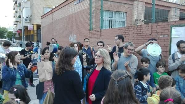 Movilización del AMPA del colegio Sor Ángela de la Cruz de Sevilla