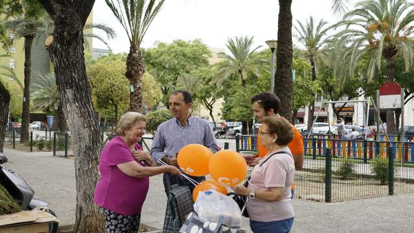 Visita de Javier Millán (Cs) a Pino Montano