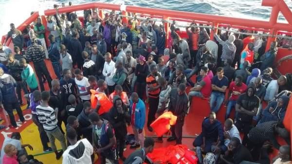Migrantes en el buque 'Luz de Mar'