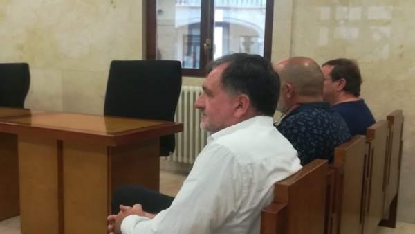 Francesc Buils, Antoni Oliver y Bernat Bauzà en el banquillo de la Audiencia