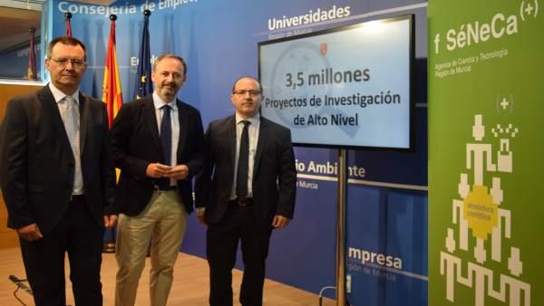 Javier Celdrán (centro), en la presentación de la nueva convocatoria