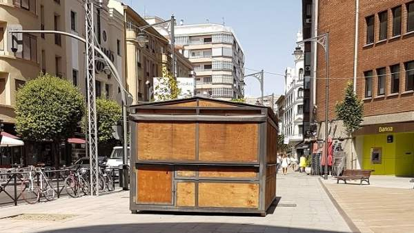 Una de las casetas instaladas en Claudio Moyano esquina María de Molina