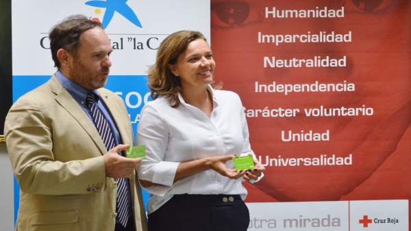 Mikel Martínez, de Cruz Roja, y Ana Díez Fontana, de La Caixa.