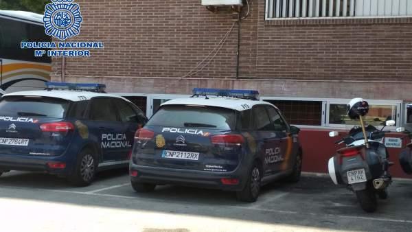 Vehículos policiales en la Comisaría Provincial