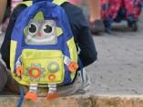Escolar con mochila