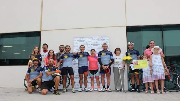 Los participantes en 'En bicicleta contra el cáncer' llegan a València