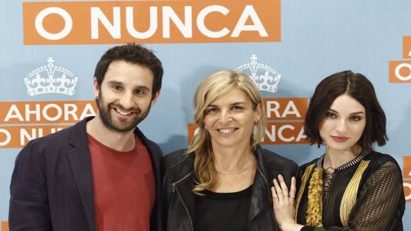 María Ripoll (centro) junto a Dani Rovira y María Valverde (archivo))