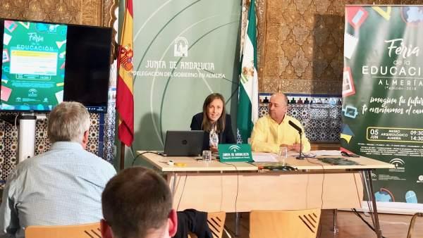 La delegada de Educación en una rueda de prensa en Almería
