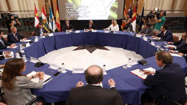 Los seis presidentes, y sus consejeros, se han reunido hoy en Zaragoza