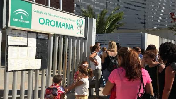 Niños de infantil y primaria comienzan el curso escolar en Alcalá de Guadaíra