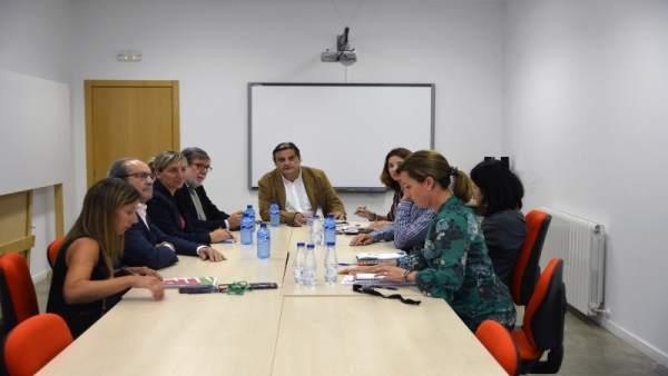 Imagen de la reunión mantenida sobre becas.