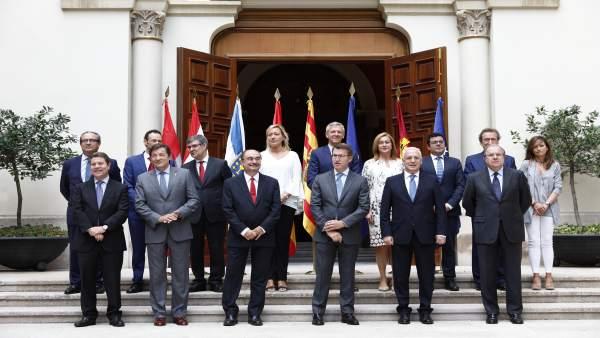 Cumbre de los seis presidentes autonómicos en Zaragoza.