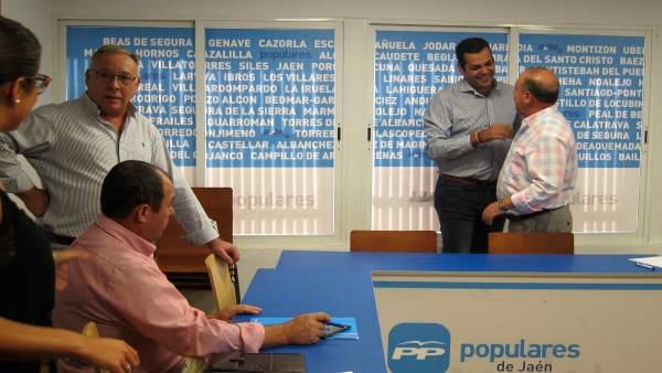 Juan Diego Requena (2d) en el comité de dirección del PP de Jaén.