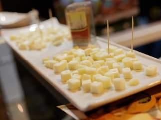 Del queso al chocolate: 12 alimentos con mala fama que en realidad son saludables