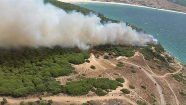 Incendio en Punta Camarinal en Tarifa