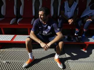 Buffon, en el banquillo del PSG.