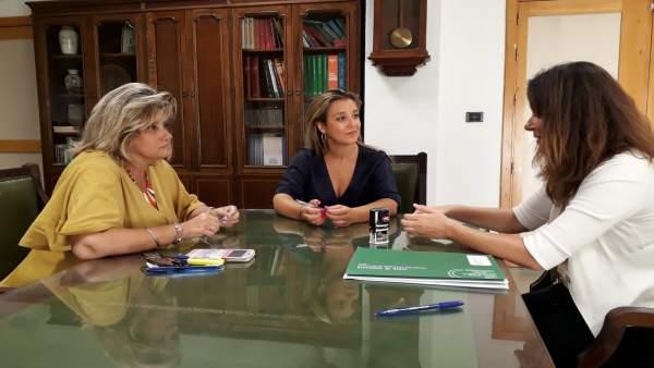 La alcaldesa de Alcalá de Guadaíra se reúne con la Junta en materia de educación