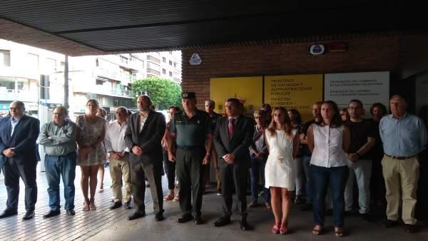 Minuto de silencio en Delegación de Gobierno por el crimen de Borriol