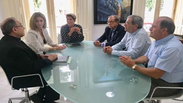 Noelia Arroyo  se reúne con el vicario episcopal de Cartagena