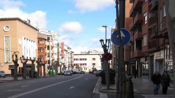Edificio del futuro centro Rodríguez Paterna, al final de Avenida de Viana