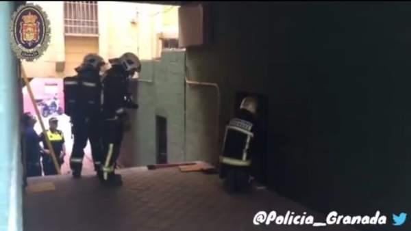 Bomberos en el edificio de Casería de Montijo